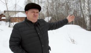 """Корреспонденты altapress.ru побывали в поселке """"Калина красная"""", где отдали многодетникам участок земли с березовой рощей."""