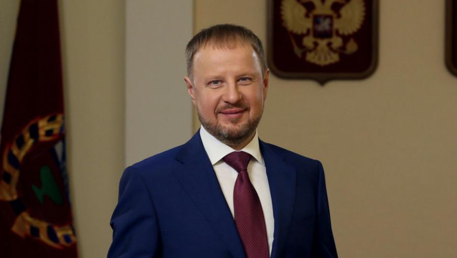 Человек и паровоз. Зачем губернатору Томенко идти на выборы в АКЗС и при чем тут белые вороны