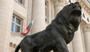 Болгария. Статуя льва.