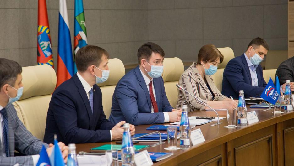 «Единая Россия» вместе с общественниками и депутатами обсудила механизм реализации инициативных проектов через ТОСы