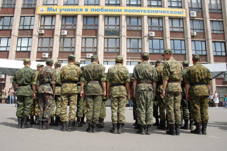 """В """"политехе"""" чествовали выпускников военной кафедры."""