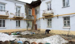 В Барнауле произошло обрушение несущих конструкций в доме на ул. 1-я Западная, 51.