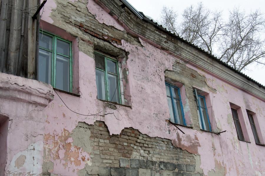 Аварийный дом на ул. Матросова, 197.