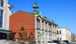 Здание бывшей Казенной женской гимназии.