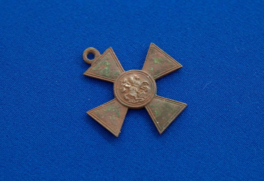 Артефакты, раскопанные черными археологами, передали в Алтайский краеведческий музей.