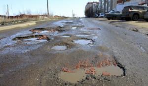 Разбитые дороги в Новоалтайске.