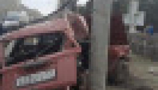Авария в центре Новосибирска. Два пенсионера погибли в ВАЗ-2104.
