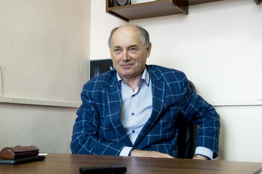 Гипнолог вводит в транс корреспондента altapress.ru Анну Кабанову.