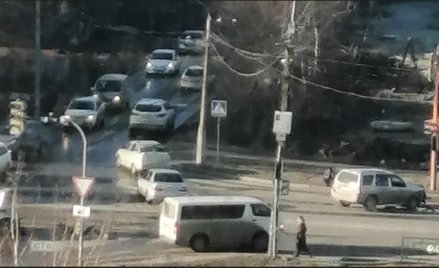 На пересечении Павловского тракта и ул. Бабуркина произошло серьезное ДТП.