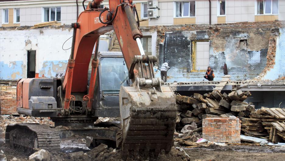 Работы по сносу здания на ул. Гоголя, 52.