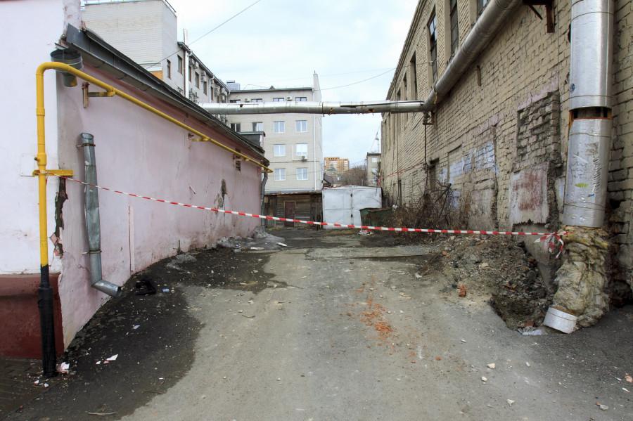 Единственный проезд к жилой части дома на ул. Гоголя, 54.
