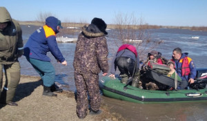 Сотрудники МЧС спасли рыбаков на Склюихинское водохранилище