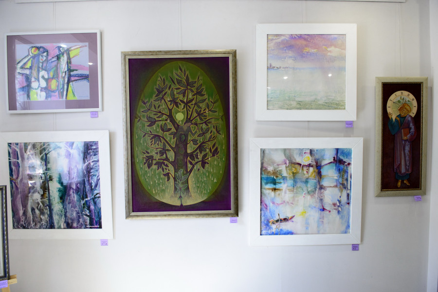 """В галерее """"Турина гора"""" в Барнауле открылась выставка """"В фокусе - фиолетовый"""""""