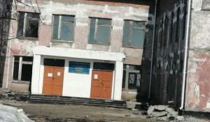 В школе села Плешково, Зональный район.