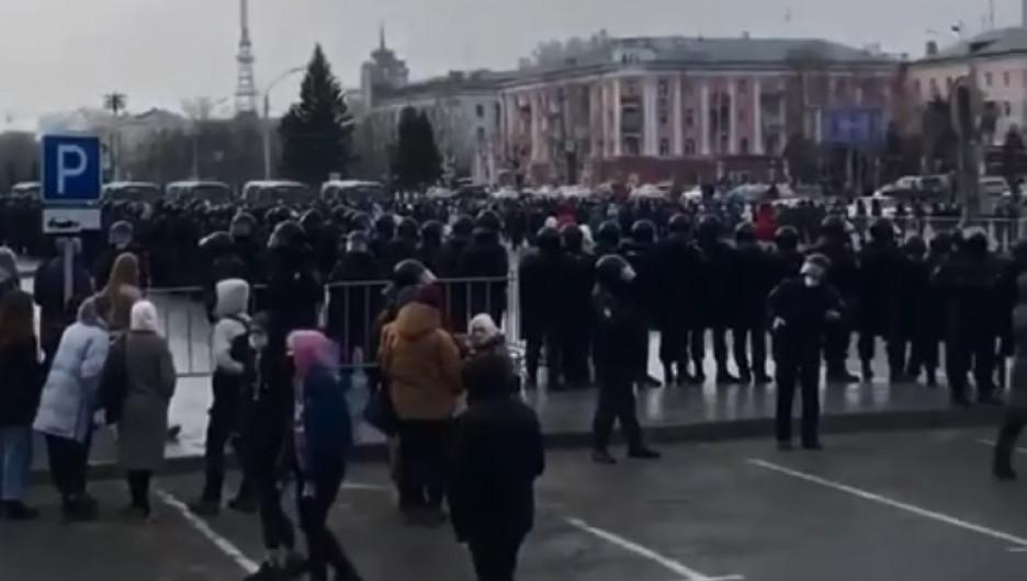 Несанкционированный митинг прошел в центре Барнаула. Не обошлось без задержаний