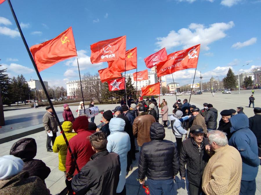 Почему в день рождения Ленина коммунисты ополчились на Геннадия Зюганова