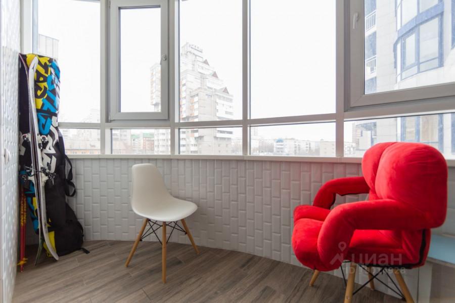 Теплая лоджия в трехкомнатной квартире на ул. Папанинцева, 111.