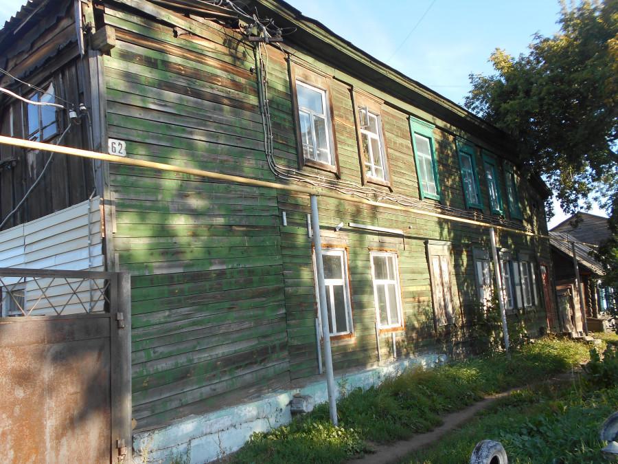 Аварийный дом под снос на ул. Фомина, 62.