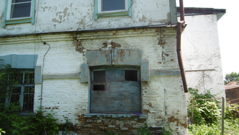 Аварийный дом из шлакоблоков на ул. Водопроводная, 74.