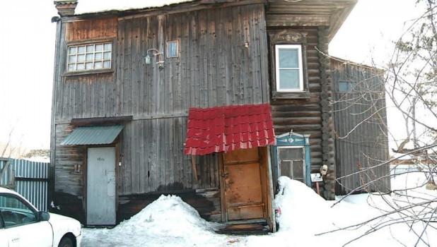 Аварийный дом в Бийске.