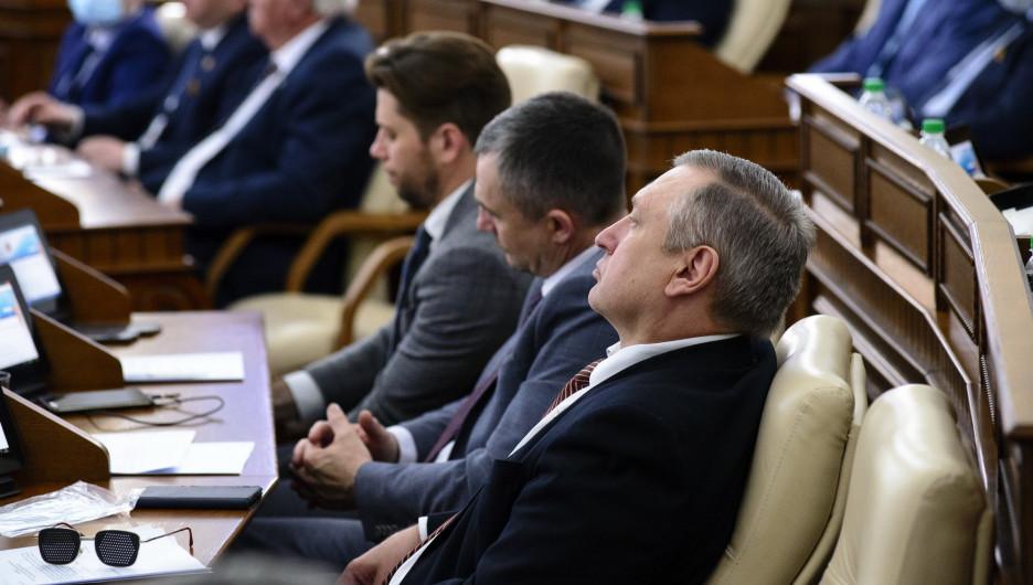 Алтайские депутаты раскрыли размеры своих заработков