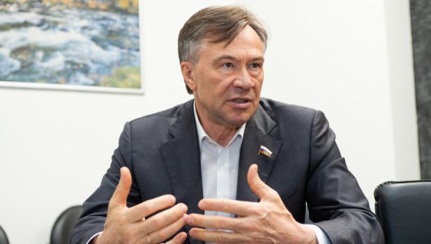 Александр Терентьев поздравил жителей Алтайского края с Первомаем