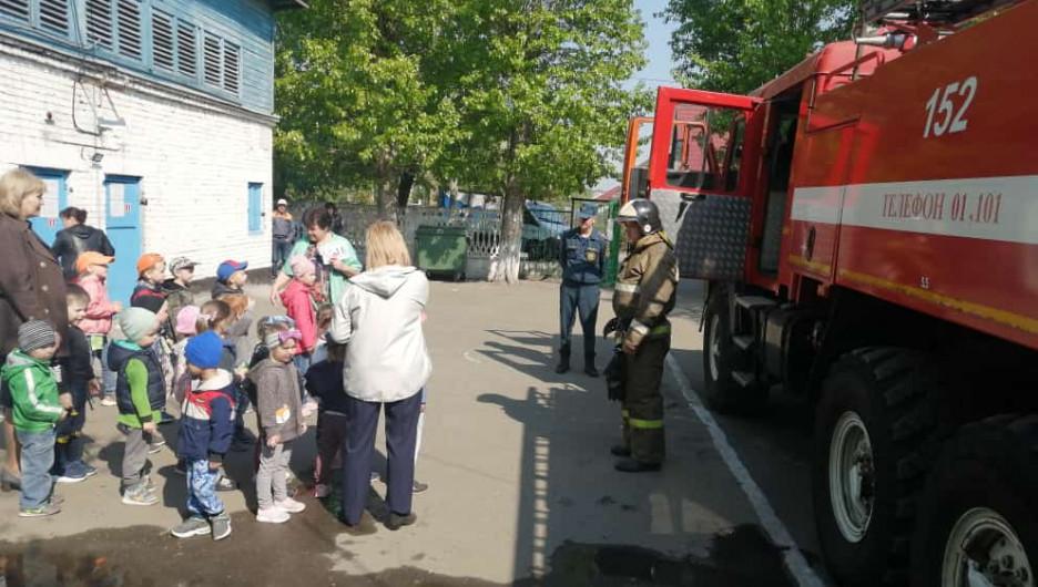 Учения по эвакуации в барнаульском детском саду.