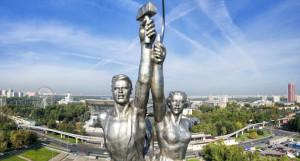"""Монумент """"Рабочий и колхозница""""."""