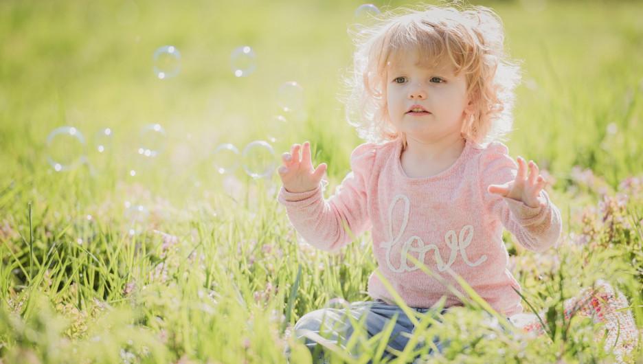 Ребенок. Мыльные пузыри. День защиты детей