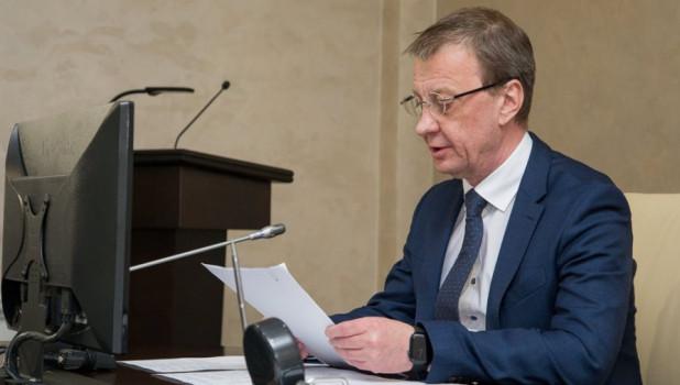 Чиновникам Барнаула запретят получать медали без разрешения мэра