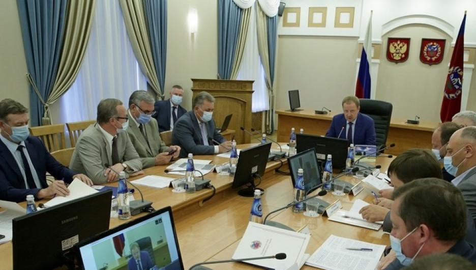 На заседании правительства АК.