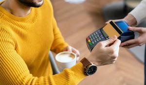 Как экономить на повседневных тратах при помощи банковских карт?