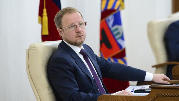 Виктор Томенко продолжает падать в национальном рейтинге губернаторов