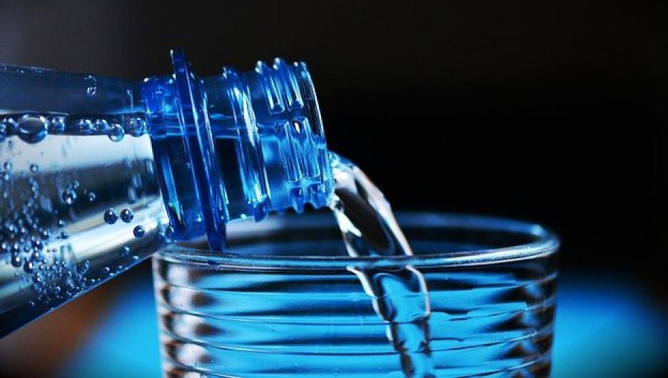 Вода. Бутылка.