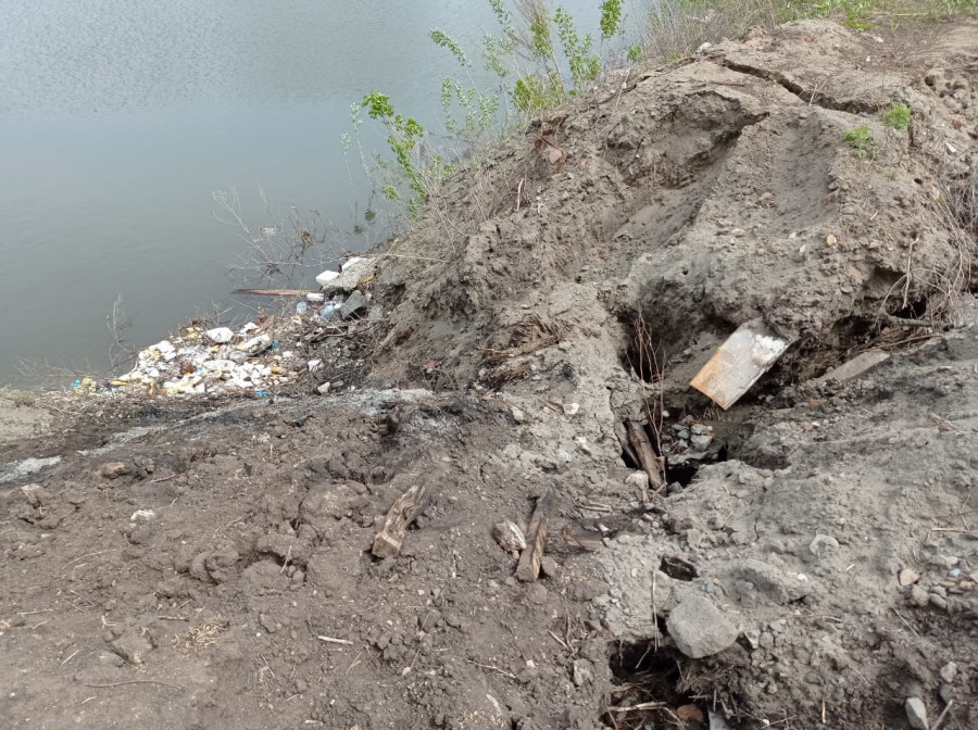 Барнаульский ковш. Трещина и мусор.