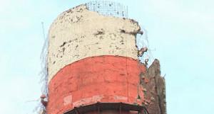 Разрушенная труба на ТЭЦ-2 Барнаула.