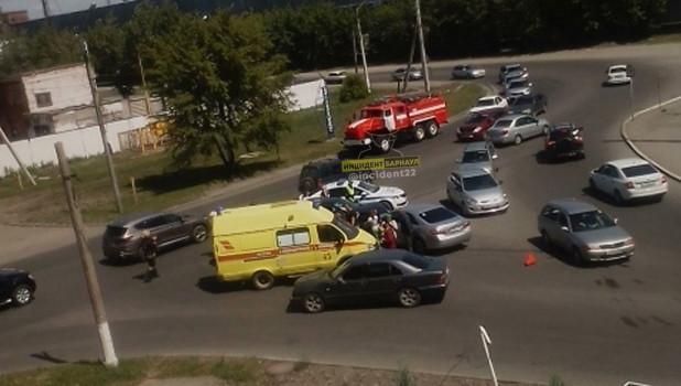 Авария с тремя авто в Барнауле.