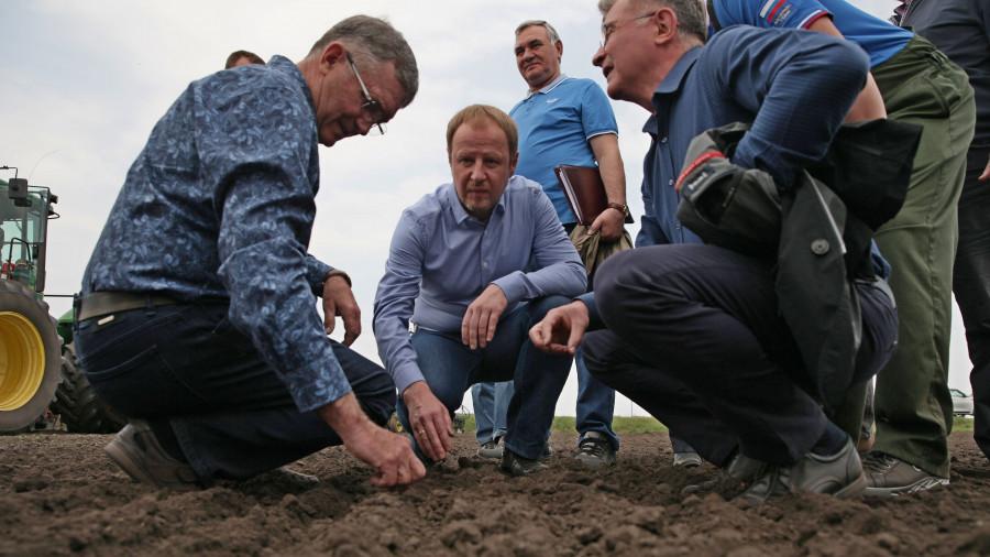 Май 2021 года. Губернатор Виктор Томенко посетил фермерское хозяйство Владимира Устинова в Косихинском районе.