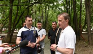 Вячеслав Франк осмотрел аллею в поселке Южном. Барнаул.