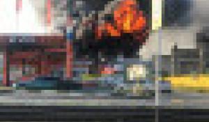 В Барнауле разгорелся серьезный пожар рядом с автозаправкой