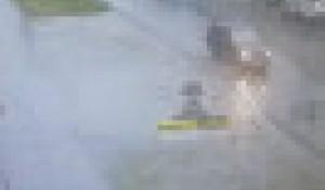 В Барнауле водитель Lada Granta протаранил две машины и скрылся с места ДТП.