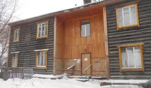 Аварийный дом на улице Главной. Барнаул.