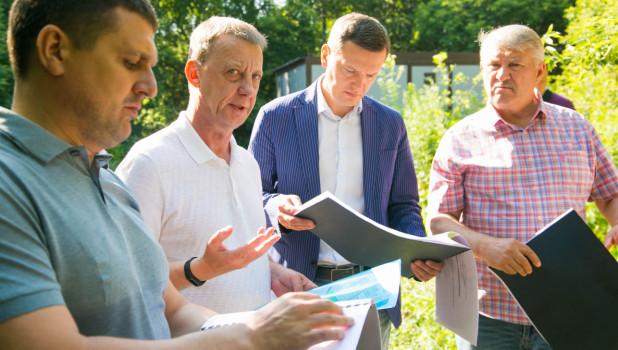 Вячеслав Франк осмотрел сквер на улице Приречной. Барнаул.