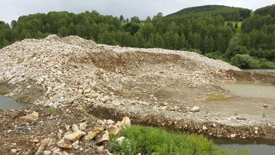 """Территория, где поработала золотодобывающая фирма """"Ануй"""", в Солонешенском районе."""