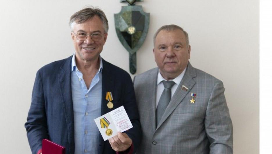 Депутат Госдумы от Алтайского края получил награду за укрепление обороны России