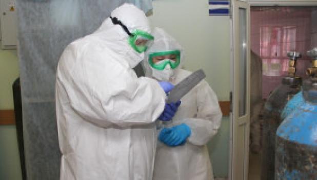 Глава минздрава Дмитрий Попов в ковид-госпиталях Бийского округа.