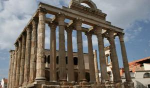 Храм Артемиды - одно из семи чудес античного мира.