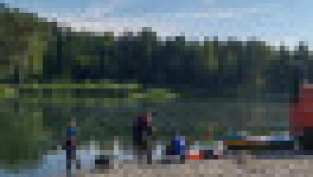 Спасатели на реке Лебедь в Республике Алтай.