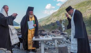 Священники в 2020 году выбирают место для строительства новой часовни.