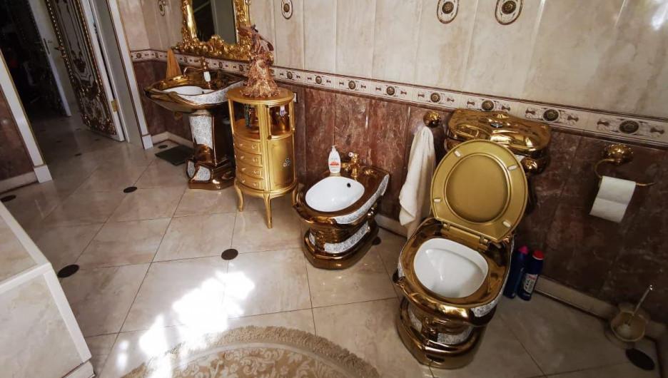 Позолоченный унитаз в доме главы ГИБДД Ставрополья.